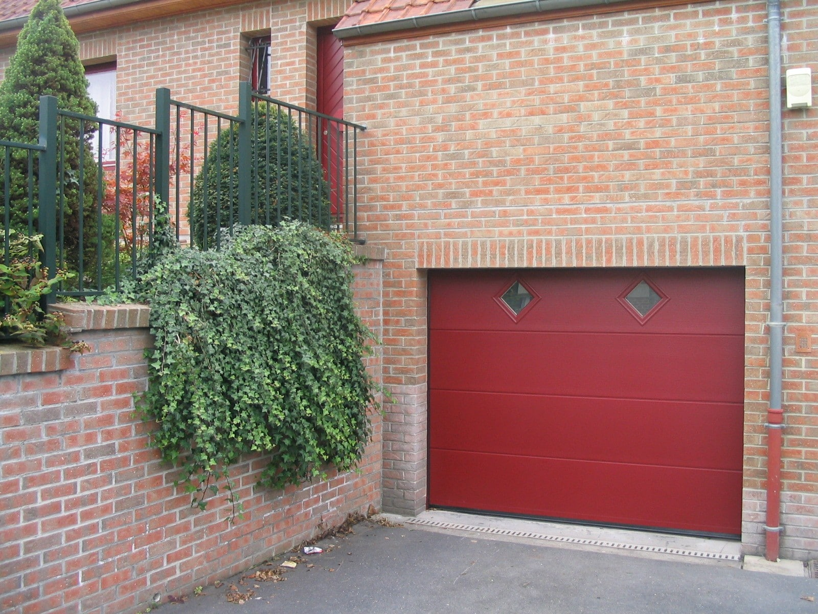 Portes de garage sectionnelles plafonds store et for Flo fermeture porte garage
