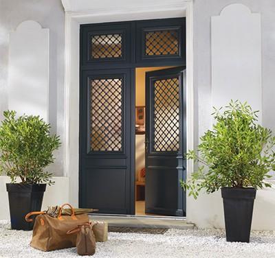 Portes d 39 entr e store et fermeture loyer - Porte entree bois sur mesure ...